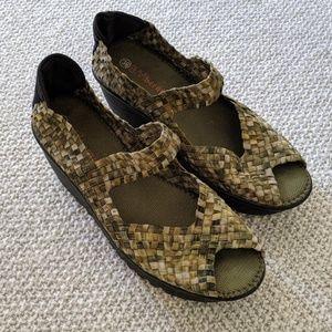 Bernie Mev. woven wedge shoes, size 39 euro/8.5m